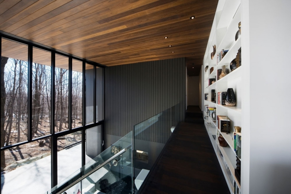 Contemporary forest home in Montreal (5)