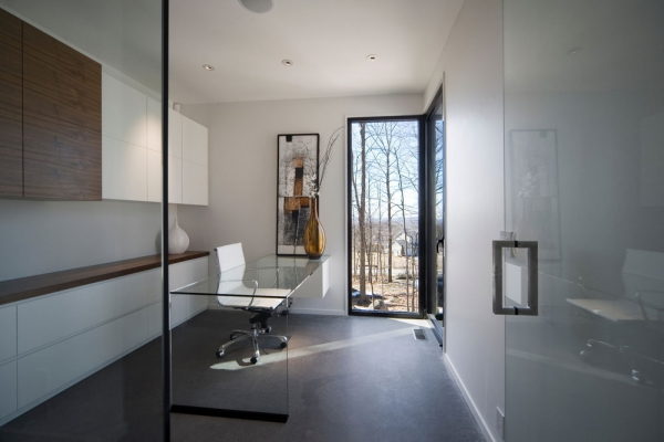 Contemporary forest home in Montreal (6)
