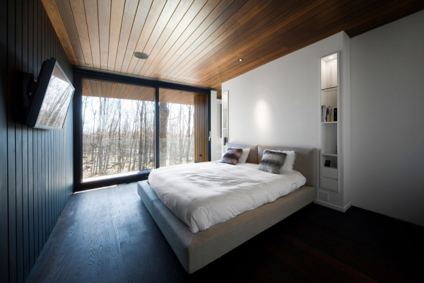 Contemporary forest home in Montreal (7)