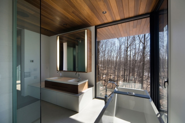 Contemporary forest home in Montreal (8)