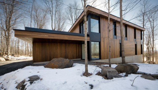 Contemporary forest home in Montreal (9)
