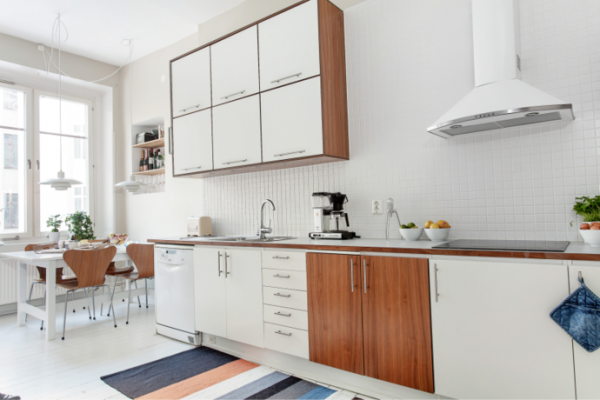 white-and-wood-in-the-kitchen-1