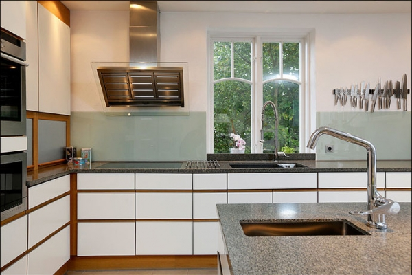 white-and-wood-in-the-kitchen-3
