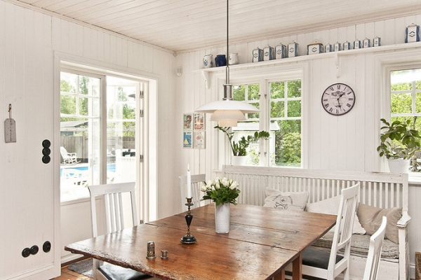 white-and-wood-in-the-kitchen-9