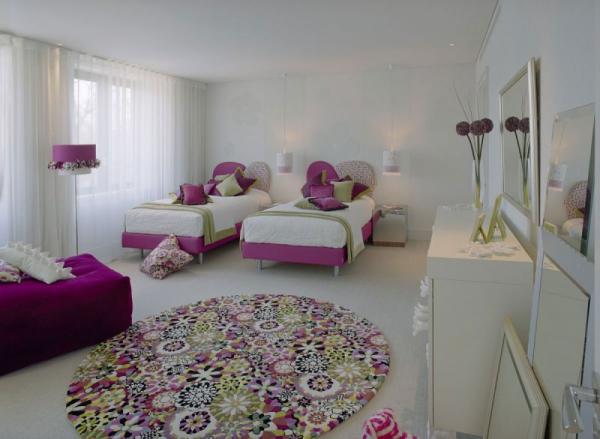 white-interior-design-of-the-kensington-house-15