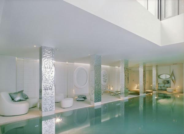 white-interior-design-of-the-kensington-house-17