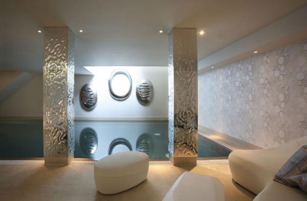 white-interior-design-of-the-kensington-house-18