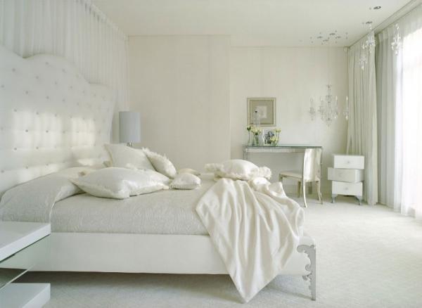 white-interior-design-of-the-kensington-house-8