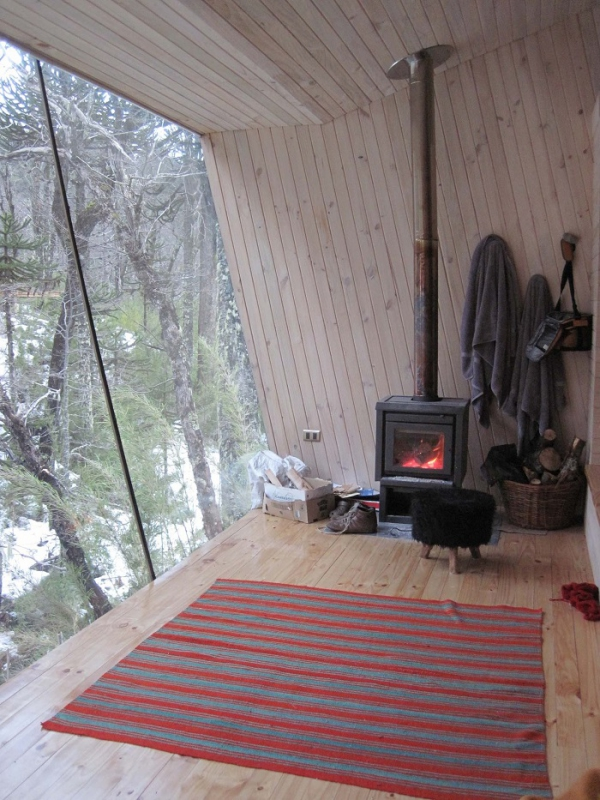 winter-cabin-in-the-woods-2