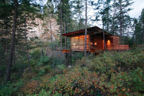 Wooden forest cabin in Montana (2).jpg