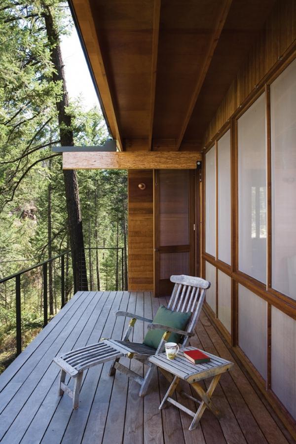 Wooden forest cabin in Montana (7).jpg