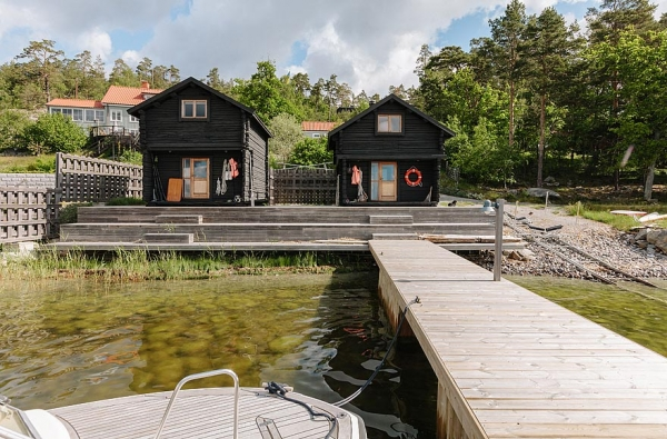 wooden-house-by-the-lake-19