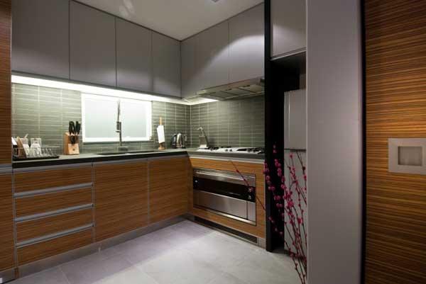 wooden-interior-of-a-hong-kong-apartment-7
