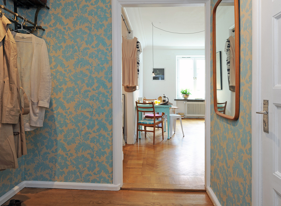 Entrance hall with blue wallpaper