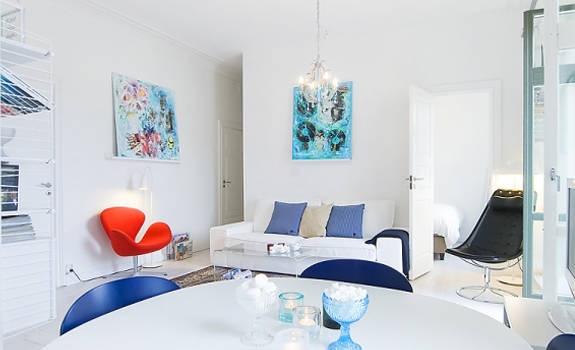 White and Blue Interior on 40m²