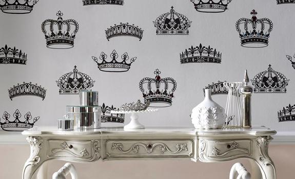 Royal wallpaper decoration