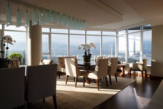 Spacious penthouse in Canada (5)