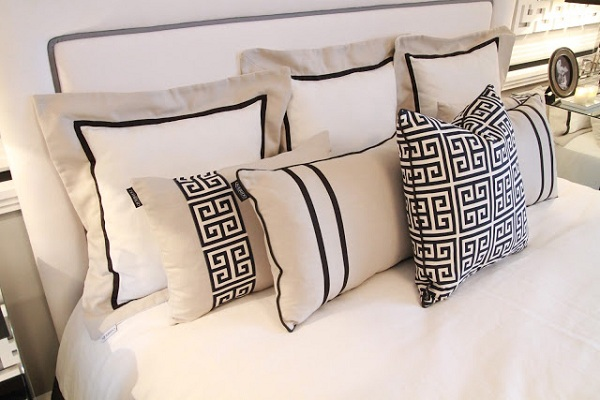Black and white bedroom design (2)