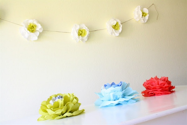 Blooming flowers on the wall (22)