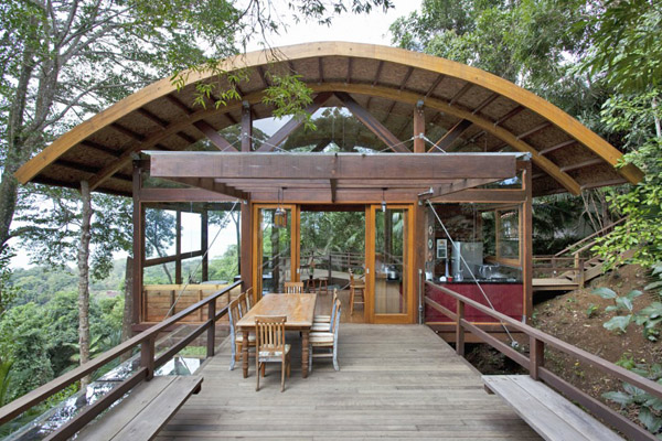 Environment friendly house in the Brazilian forest (1)