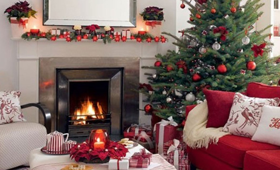 Living room Christmas decor in red and green
