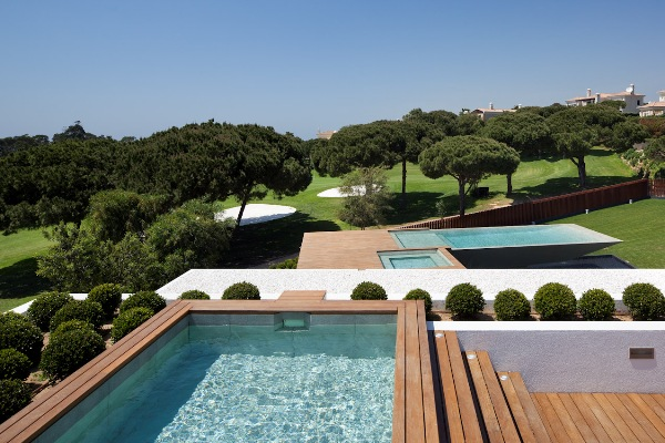 Contemporary golf residence in Portugal (7)
