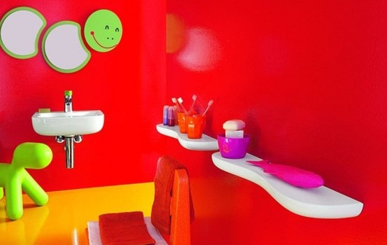 Happy colors in the kid's bathroom