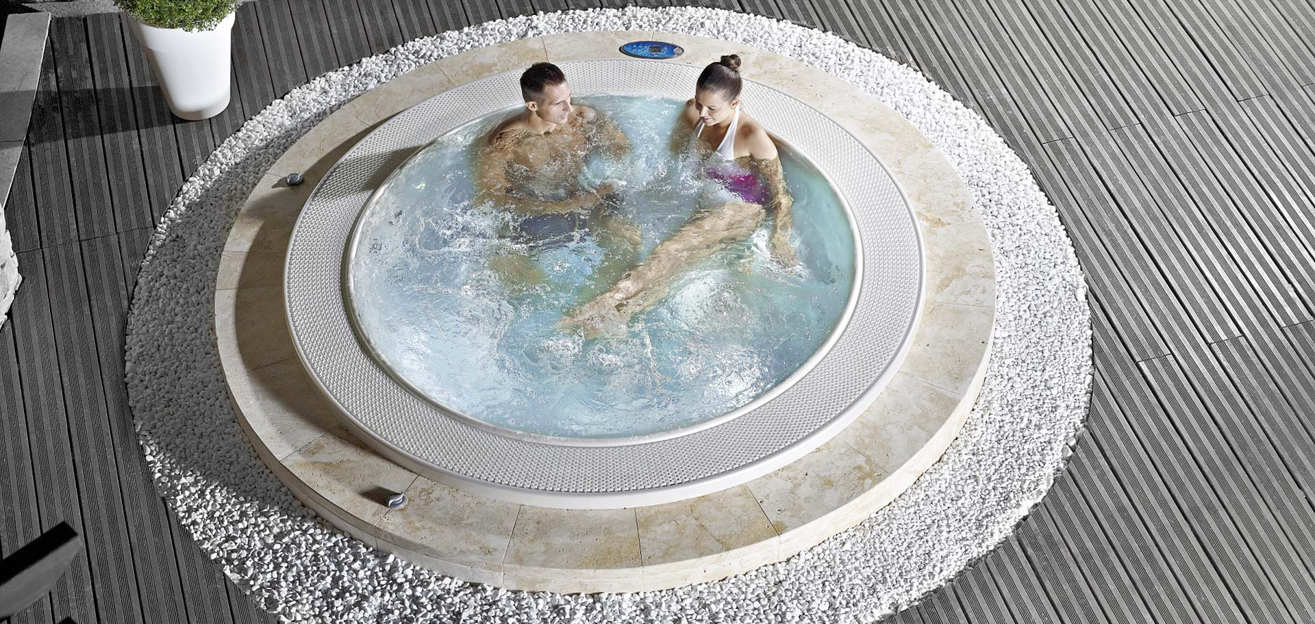 Double Bathtubs for Romantic Moments - Pleasure at highest ...