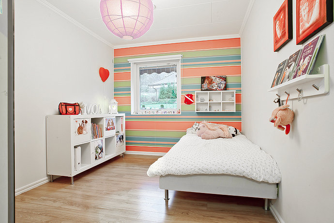 Colorful kids' room décor
