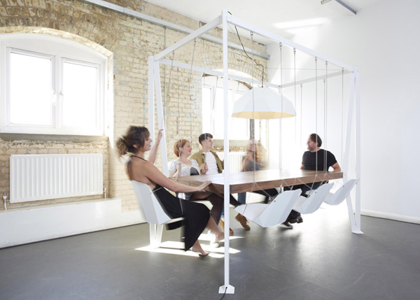 The amusing Swing Table