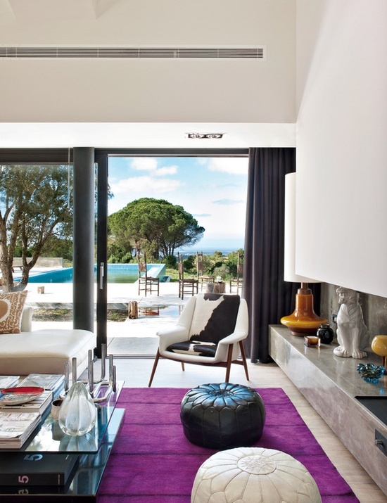 There's a splash of spunk in this modern villa