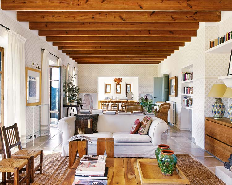 Symmetry and details: a unique interior