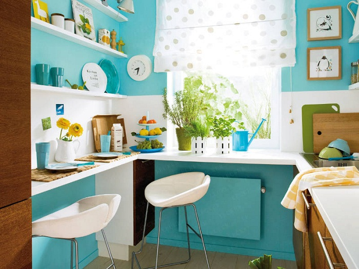 Bright and adorable: a small kitchen