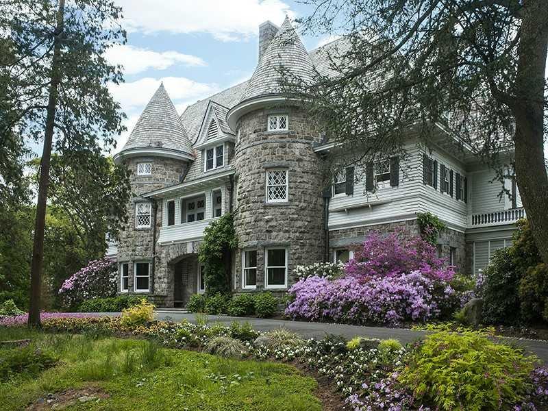 The Copper Beech Farm: a luxurious house