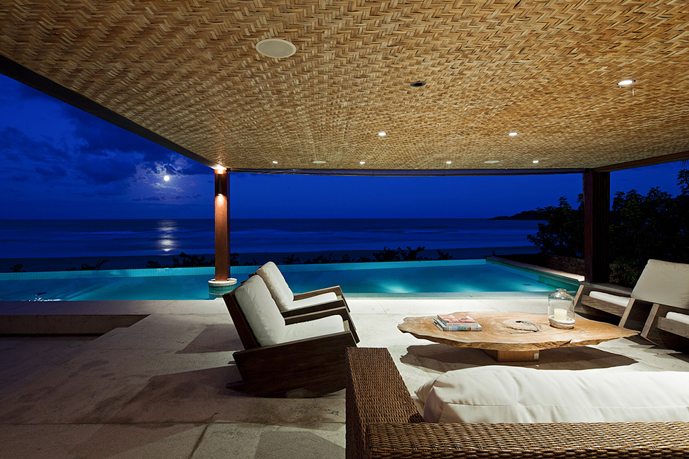 A Tropical House-the patio at night