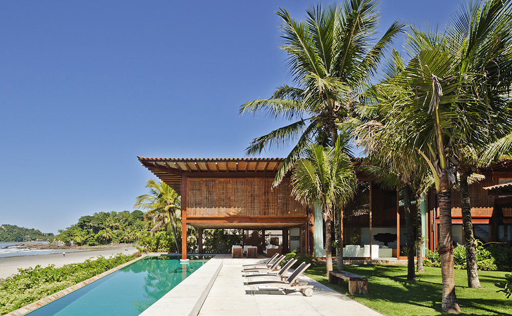 A Tropical House with a pool