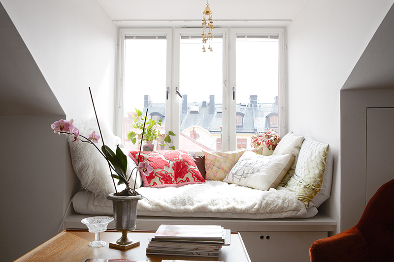 Beautifully carefree: an attic apartment