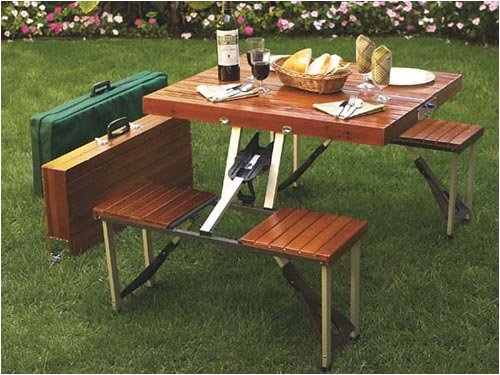 Compact foldable picnic table