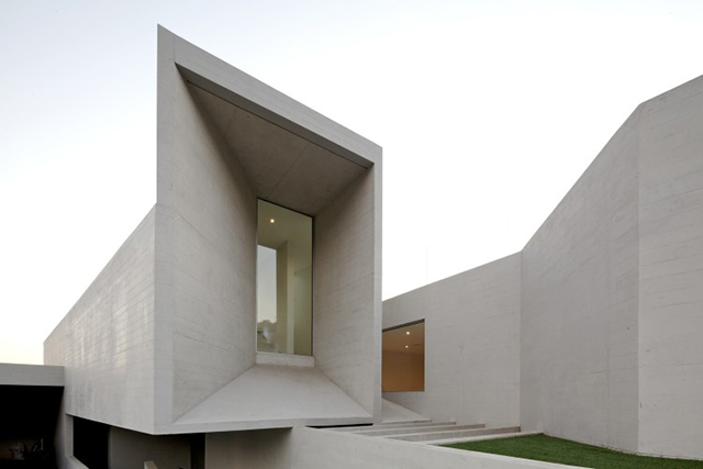 Intriguing monolithic architecture