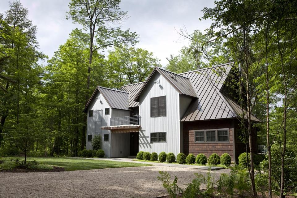 Farmhouse inspiration: a lakefront home