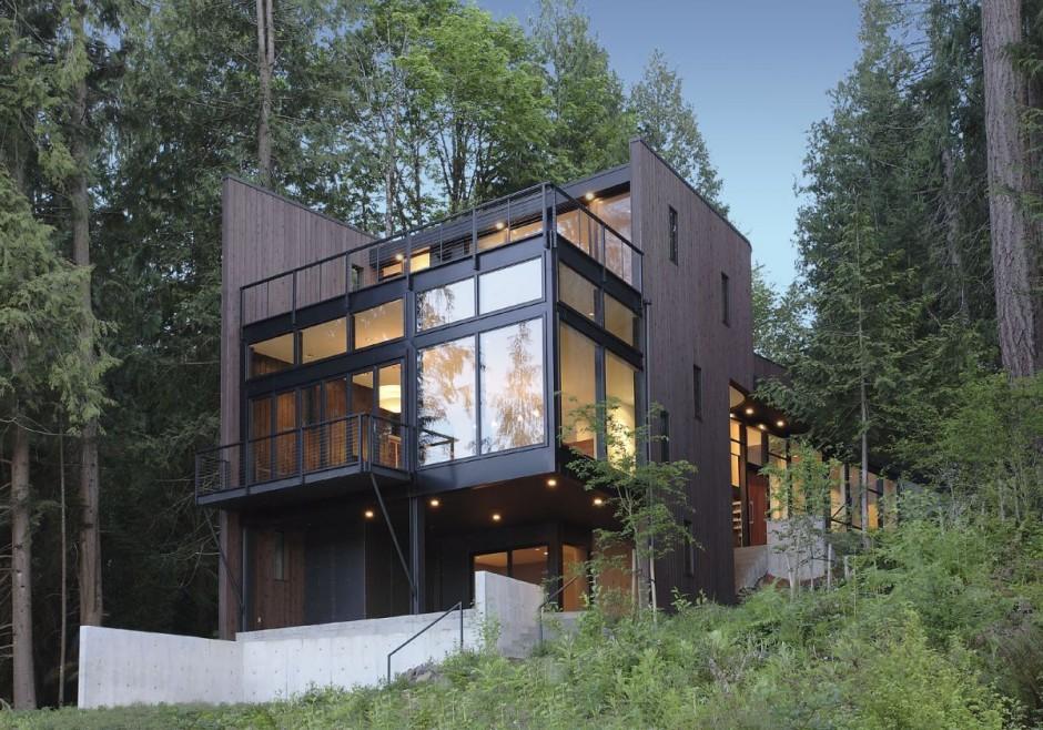 Flowing lake house