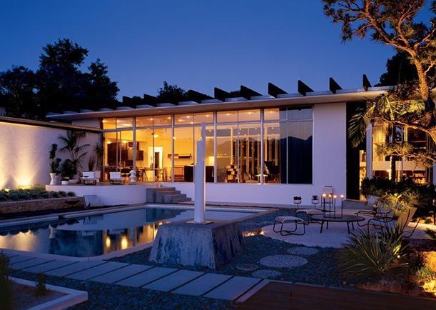 Oscar Niemeyers T-shape house (9)