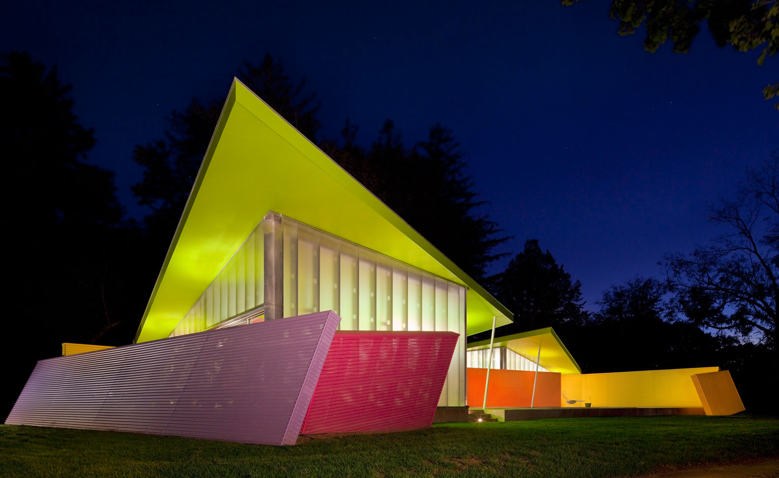 Beautiful angles and bold colors: a unique design