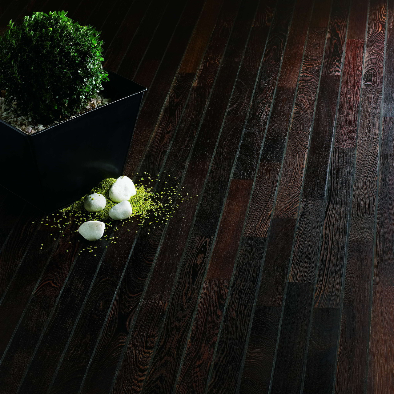 Make the most of your solid wood floor: maintenance tips