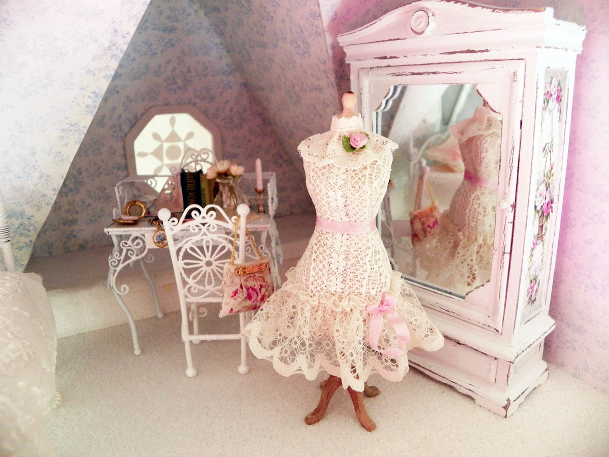 Miniature boudoir