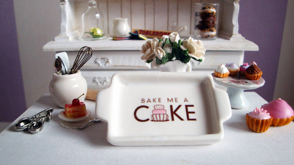 Miniature cake plate