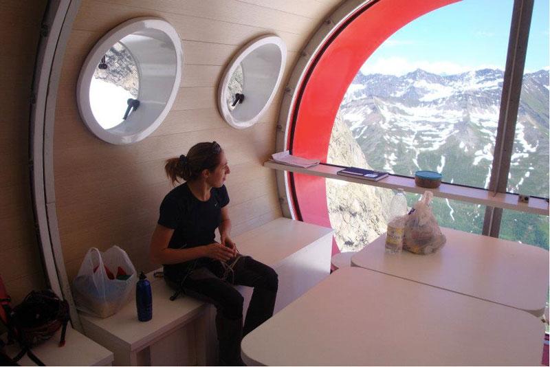 Amazing prefab retreat with a modular design