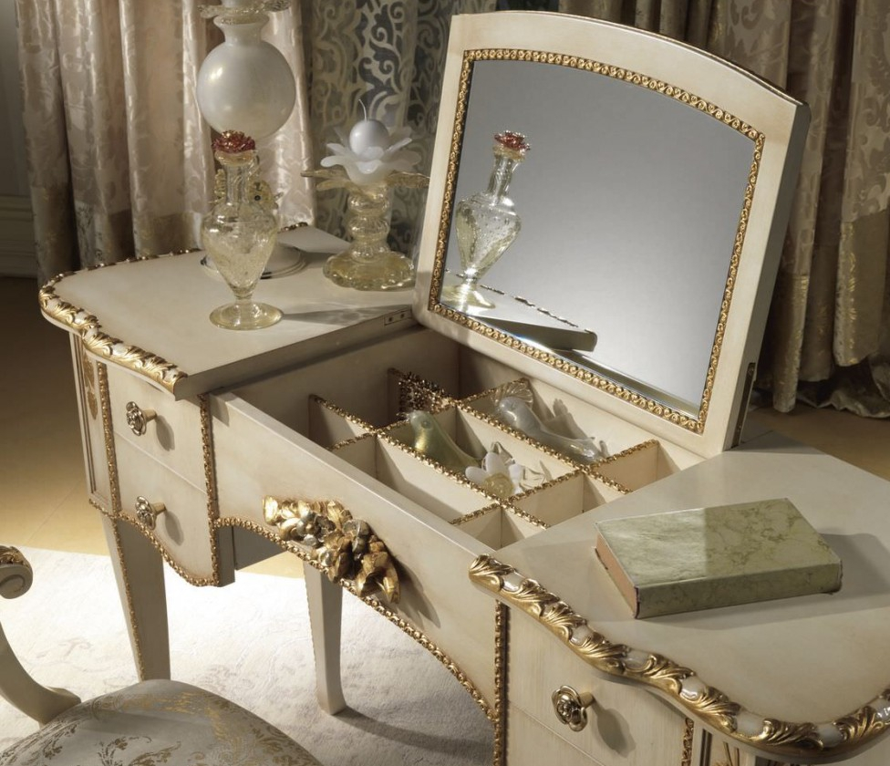 Bedroom vanities: simple dressing tables
