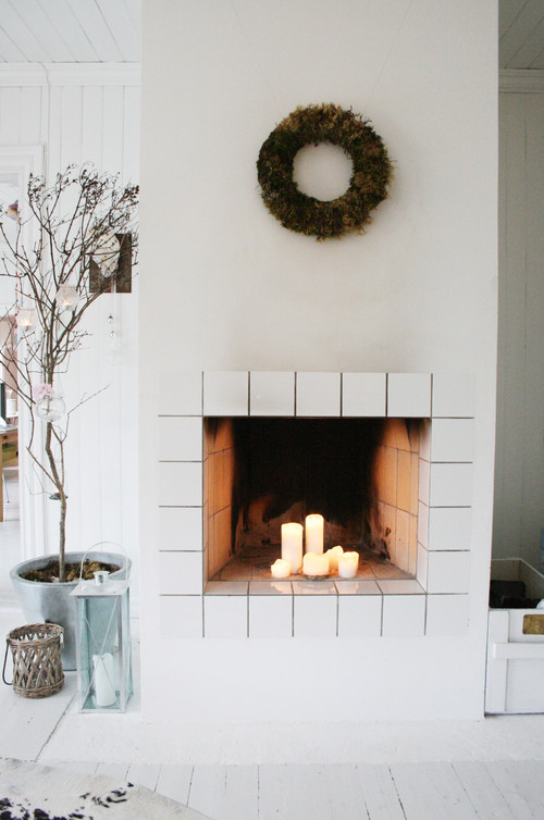 Decorate the fireplace for the summer with big candles