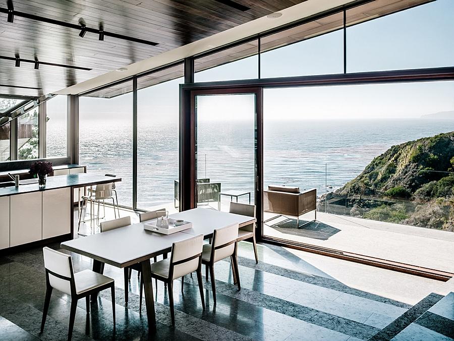 A spectacular house in sunny California